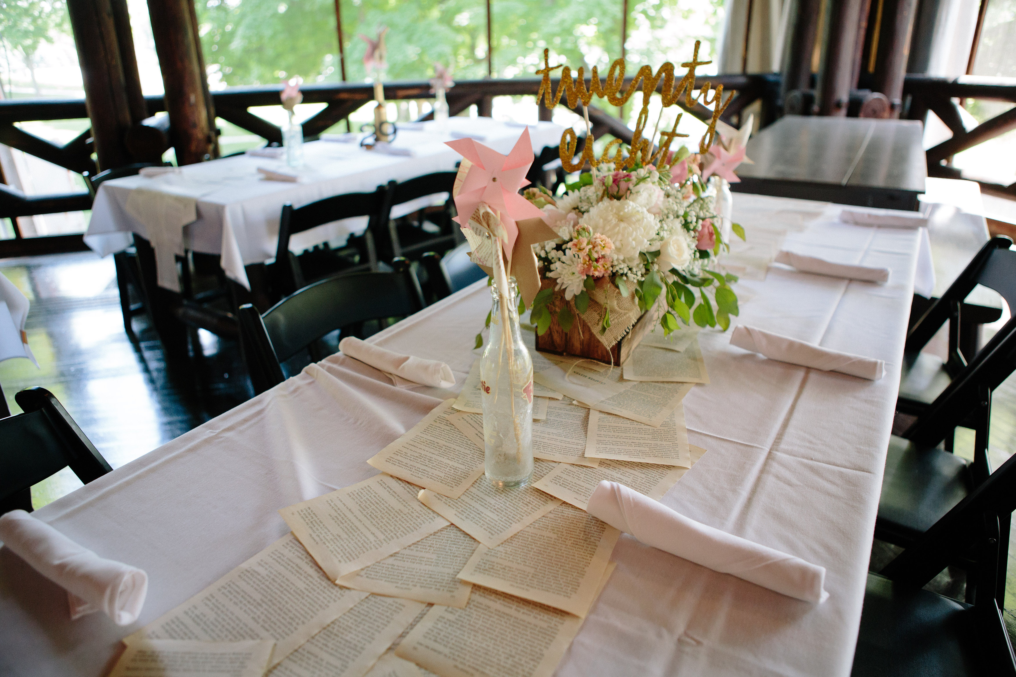 35 Trendy Wedding Table Runners | Table Decorating Ideas